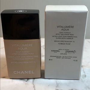 Chanel 12 Beige Rose Vitalumiere Aqua Foundation